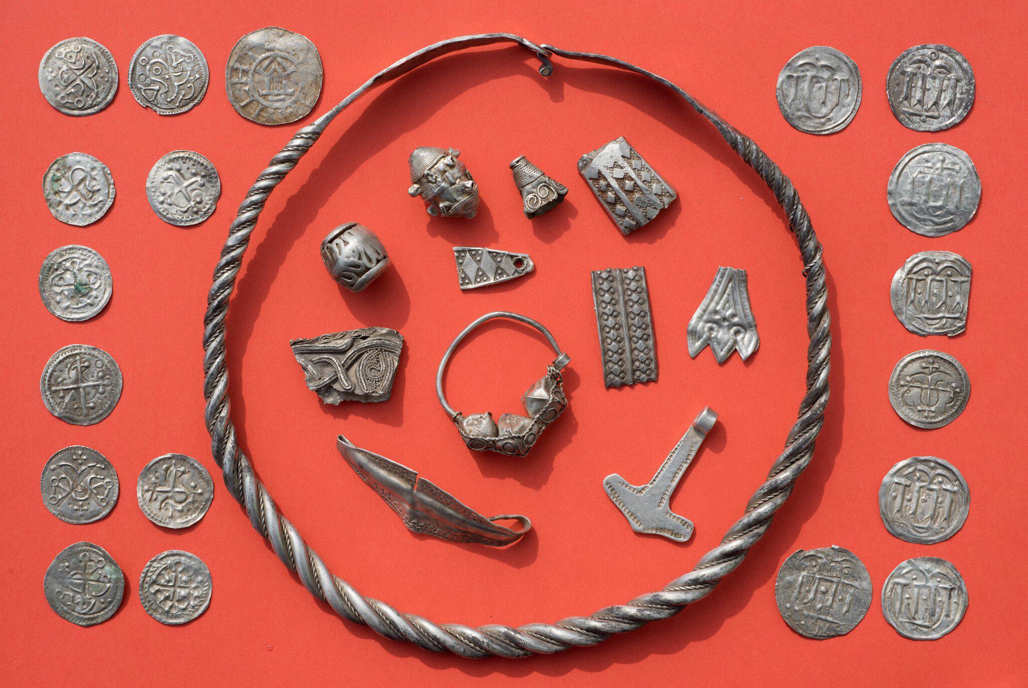 Bild zu Silberschatz auf Rügen gefunden