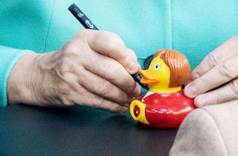 Bild zu Angela Merkel, Quietscheente, Julia Klöckner