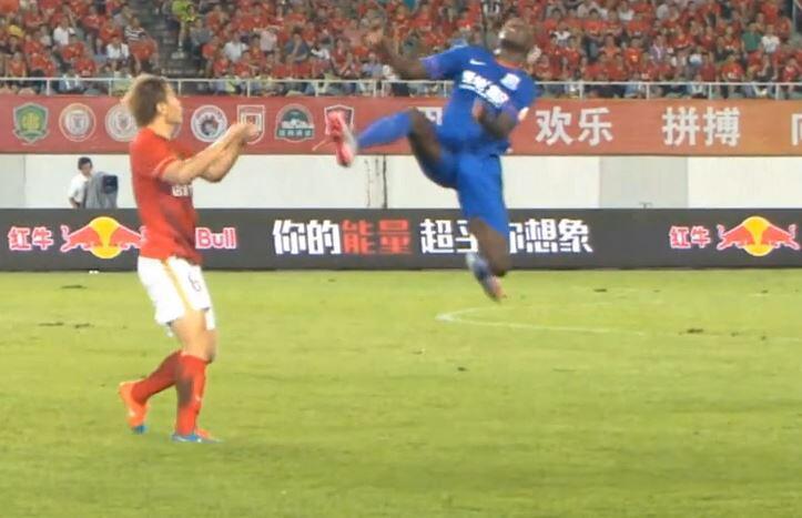 Bild zu Fußball, Demba Ba, Guangzhou Evergrande, Shanghai Shenhua