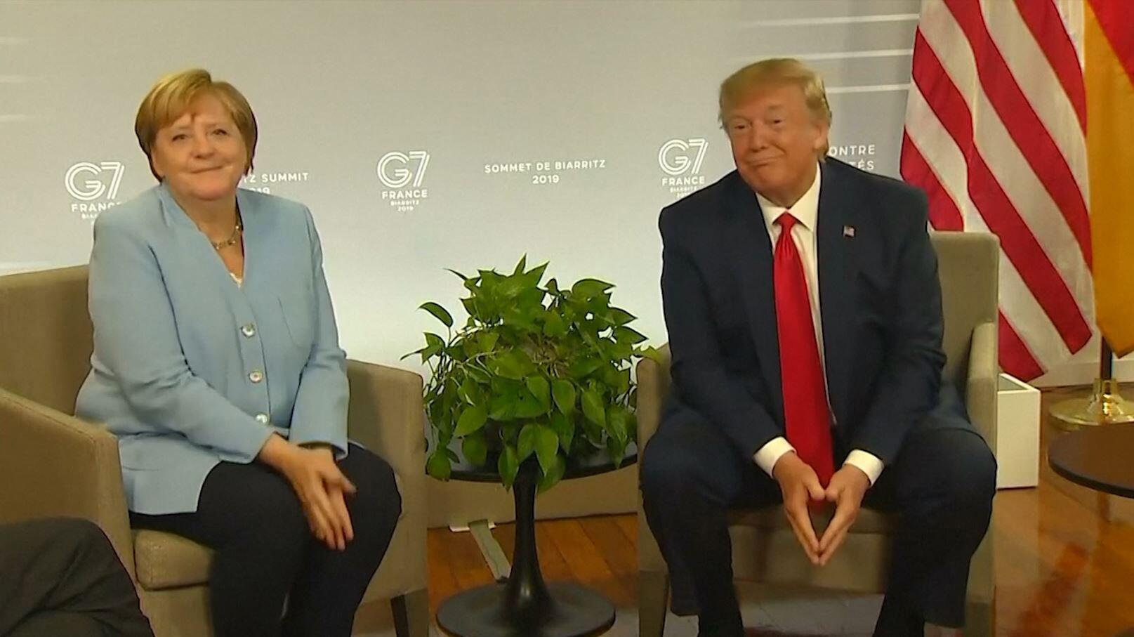 Bild zu Angela Merkel und Donald Trump beim G7-Gipfel in Biarritz