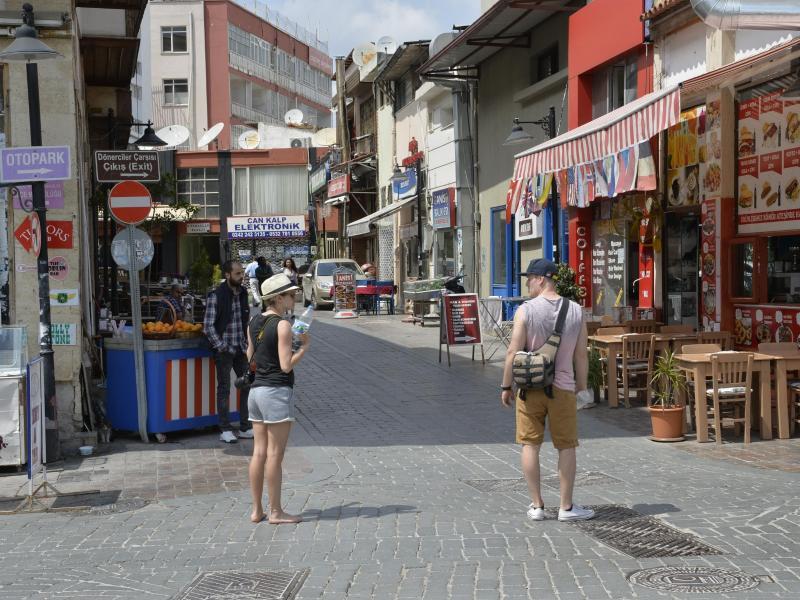 Bild zu Touristen in Antalya