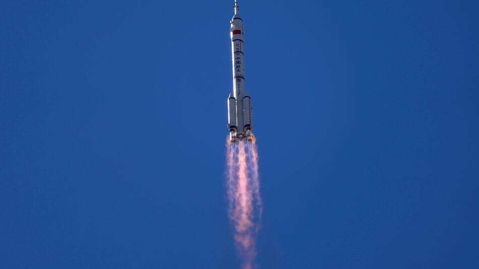 Chinesische Astronauten starten zu neuer Raumstation