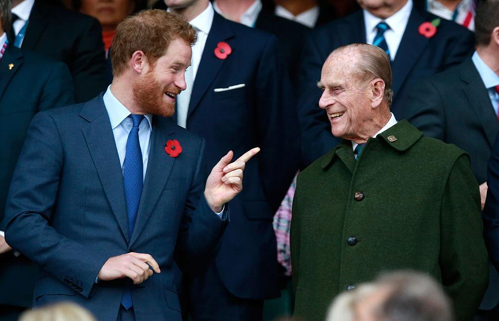 Bild zu Prinz Philip und sein Enkel Prinz Harry