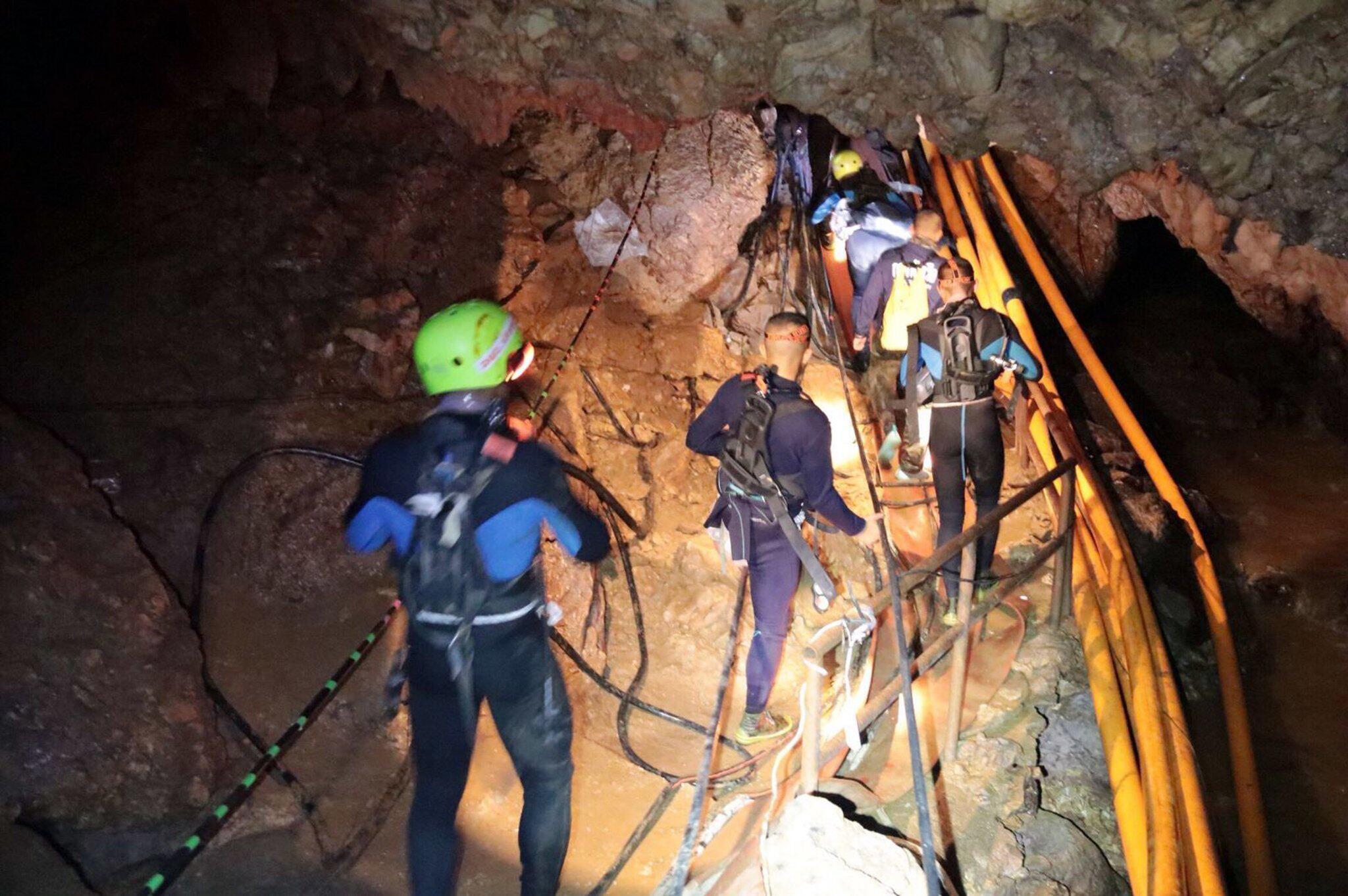 Bild zu Höhlendrama in Thailand - Rettungsarbeiten