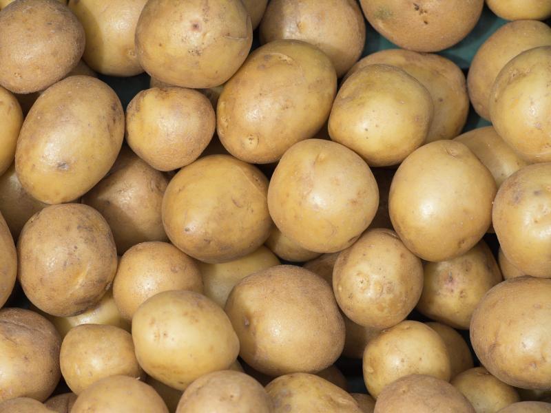 Bild zu Kartoffeln liegen in einer Kiste