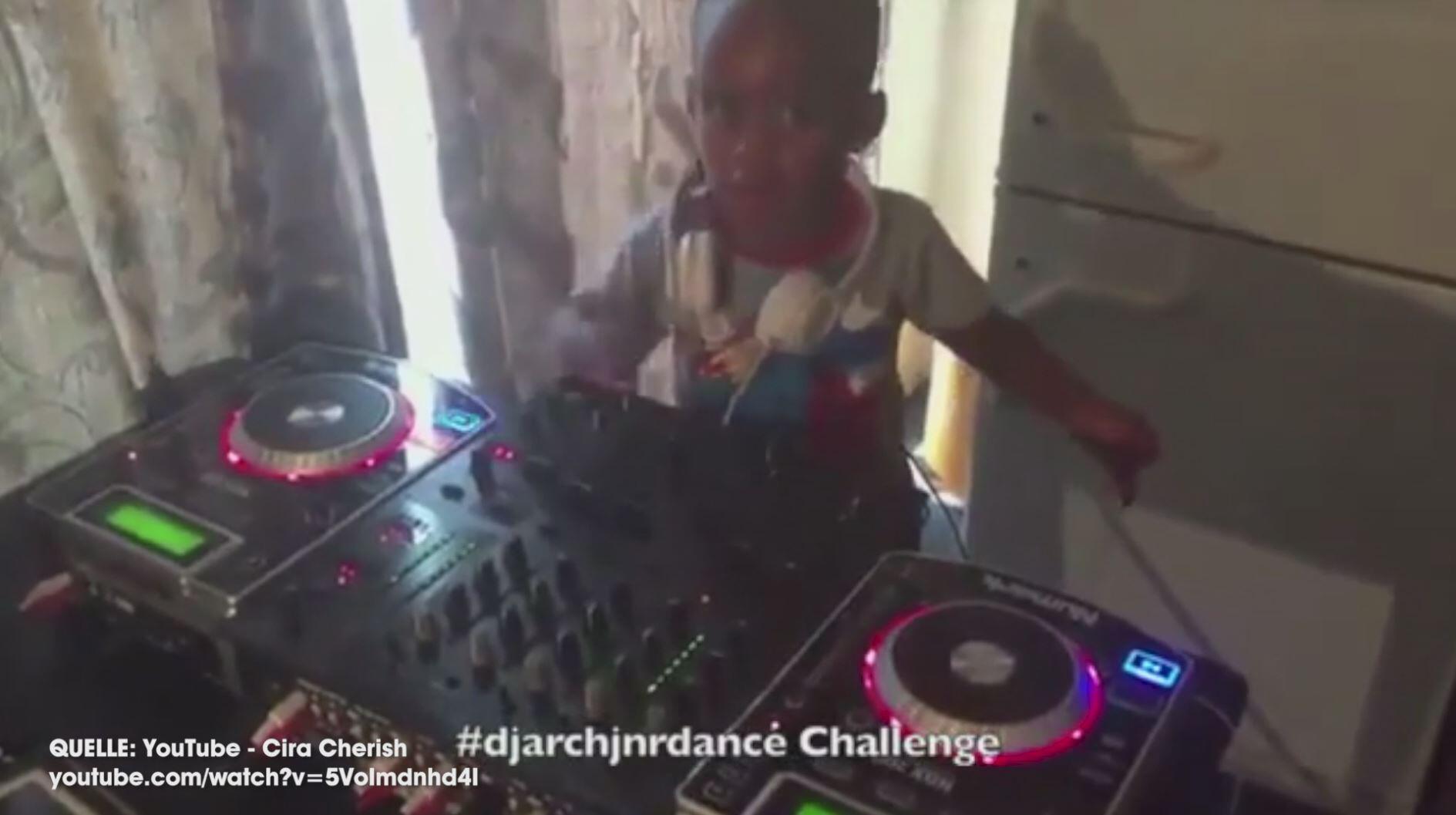 Bild zu Zweijähriger DJ aus Südafrika beeindruckt alle