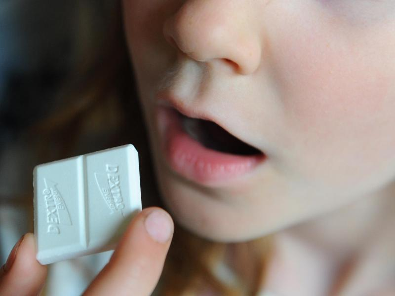 Bild zu Mädchen mit Traubenzucker
