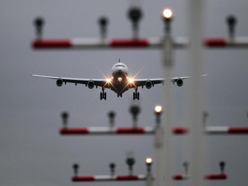 Bild zu Flugzeug verspätet oder ausgefallen?