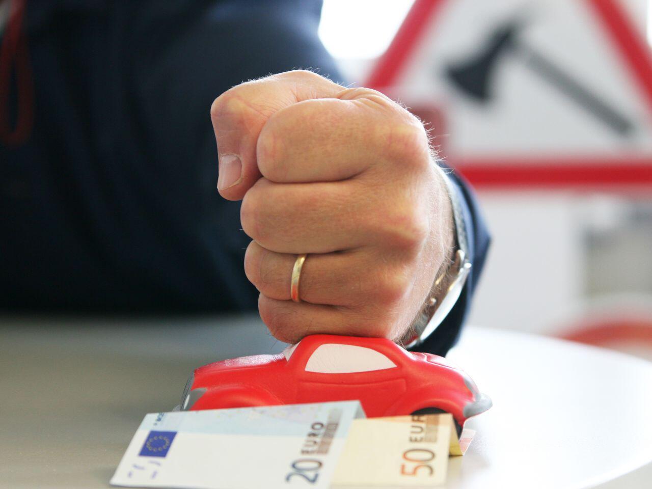 Bild zu Viele Kfz-Versicherungen bieten Ihren Kunden spezielle Partnertarife an