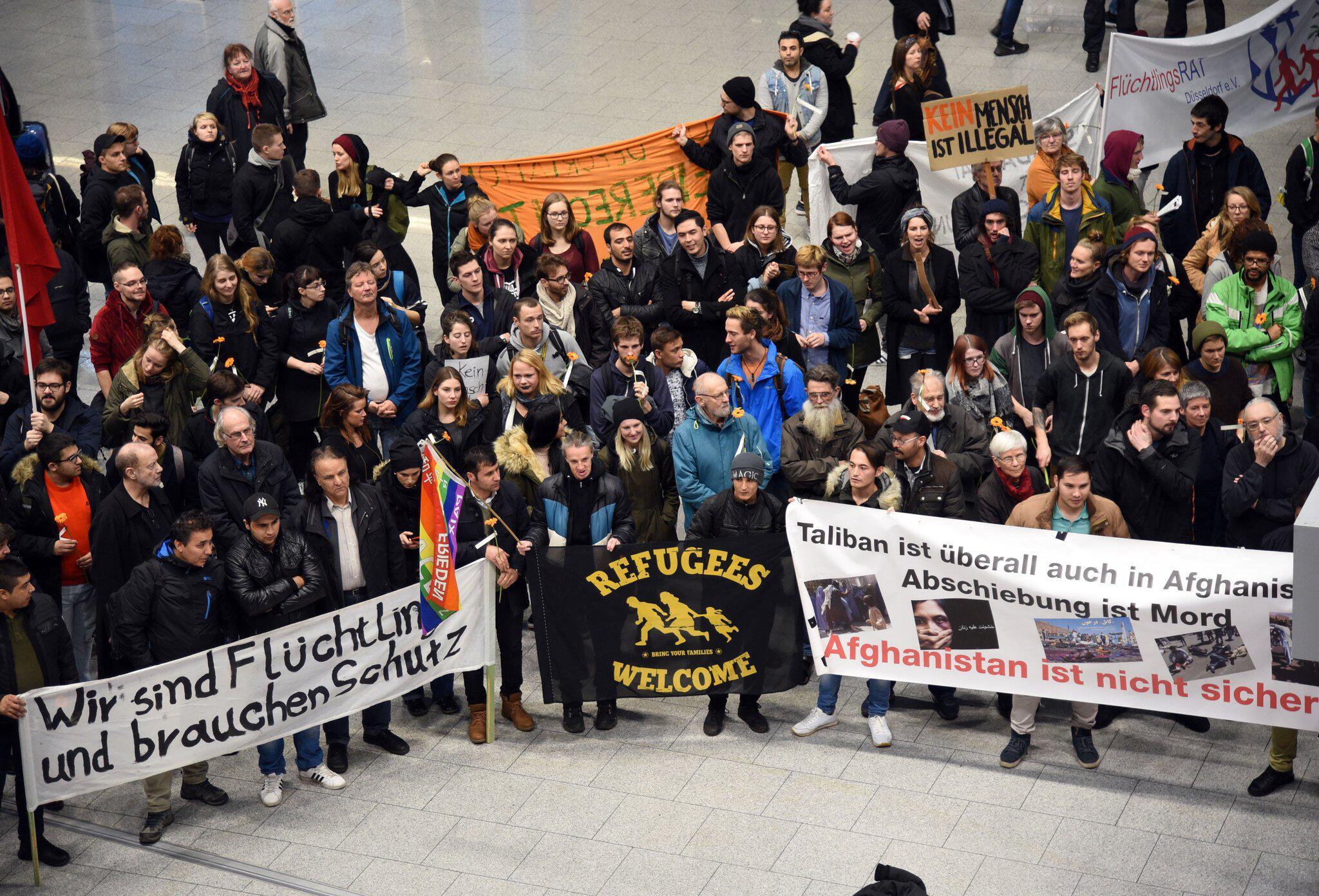 Bild zu Protests against deportations of Afghan refugees in Germany