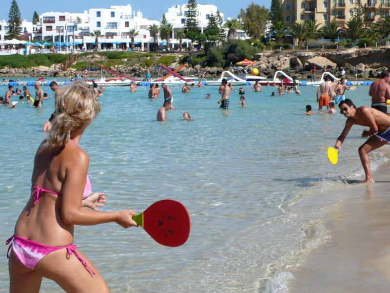 Bild zu Touristen am Strand von Protaras