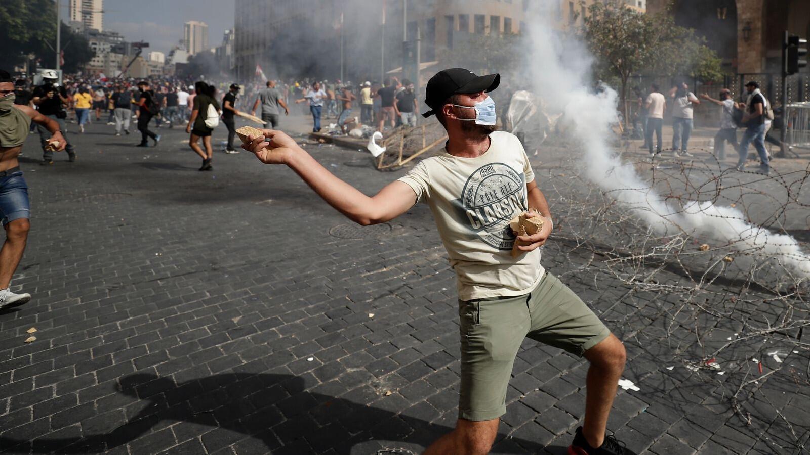 Bild zu Nach der schweren Explosion in Beirut - Proteste gegen Regierung