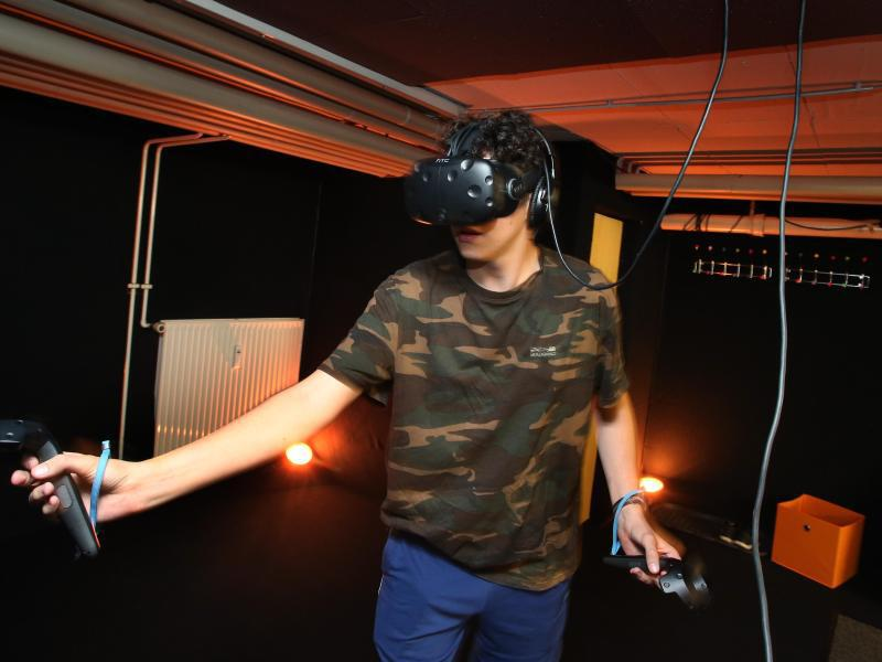 Bild zu Virtual-Reality-Raum