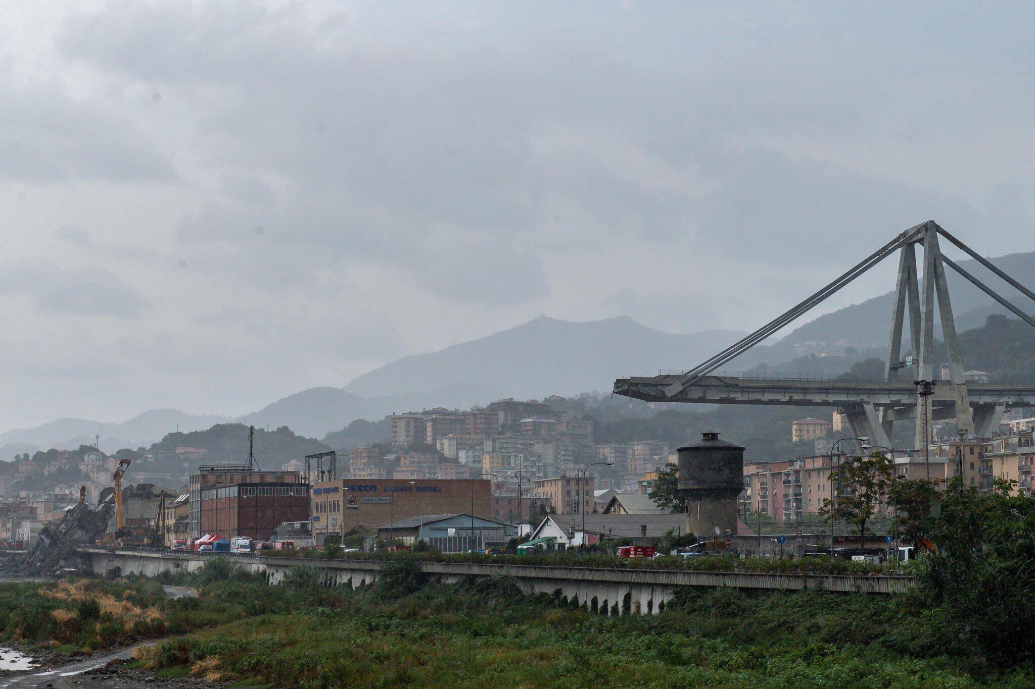 Bild zu Nach dem Einsturz der Autobahnbrücke in Genua