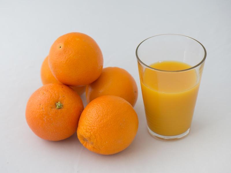 Bild zu Fruchtsaft und Obst