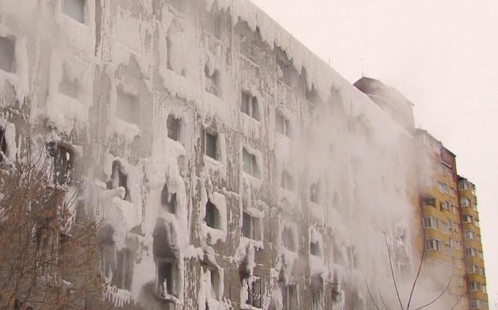Bild zu Russland, Haus, Eis, Eisschlossm Wasserleitungen, geplatzt
