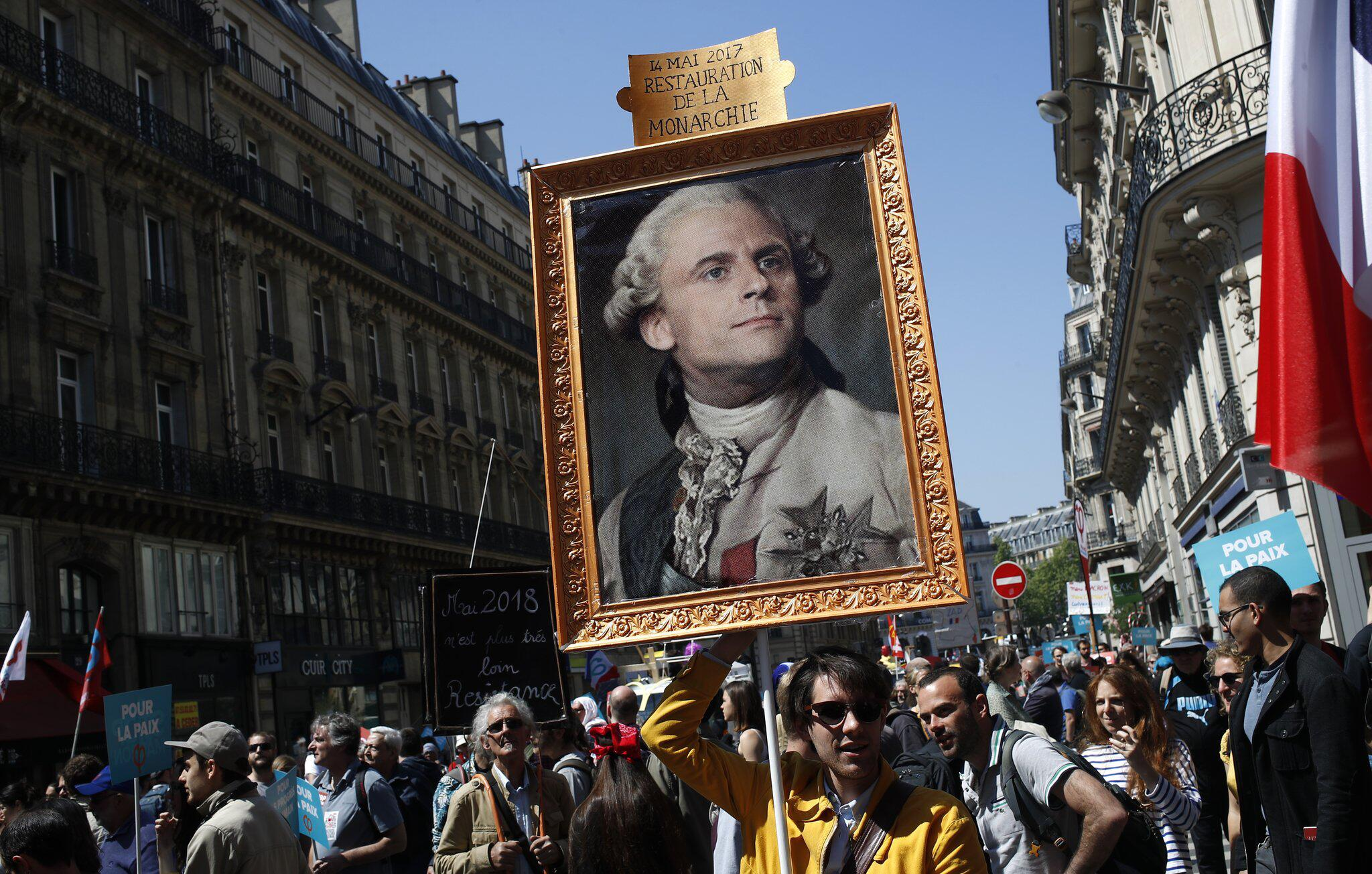 Bild zu Proteste zum 1. Jahrestag der Amtseinführung von Macron
