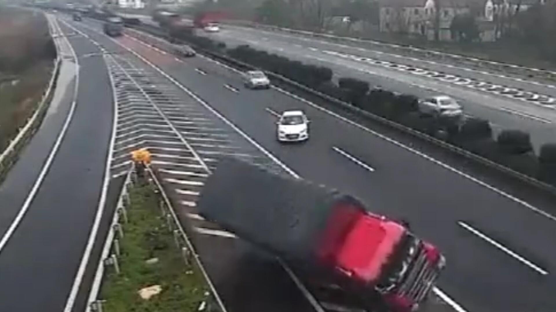 Bild zu Ausfahrt verpasst: Autofahrer wendet auf Autobahn