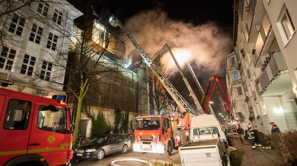 Holz-Penthaus auf Hamburger Musik-Bunker abgebrannt