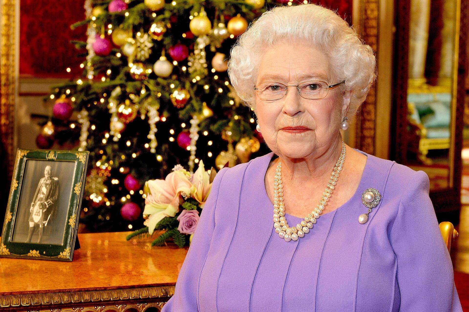 Bild zu Queen Elizabeth, Buckingham Palace, Royals, Weihnachten