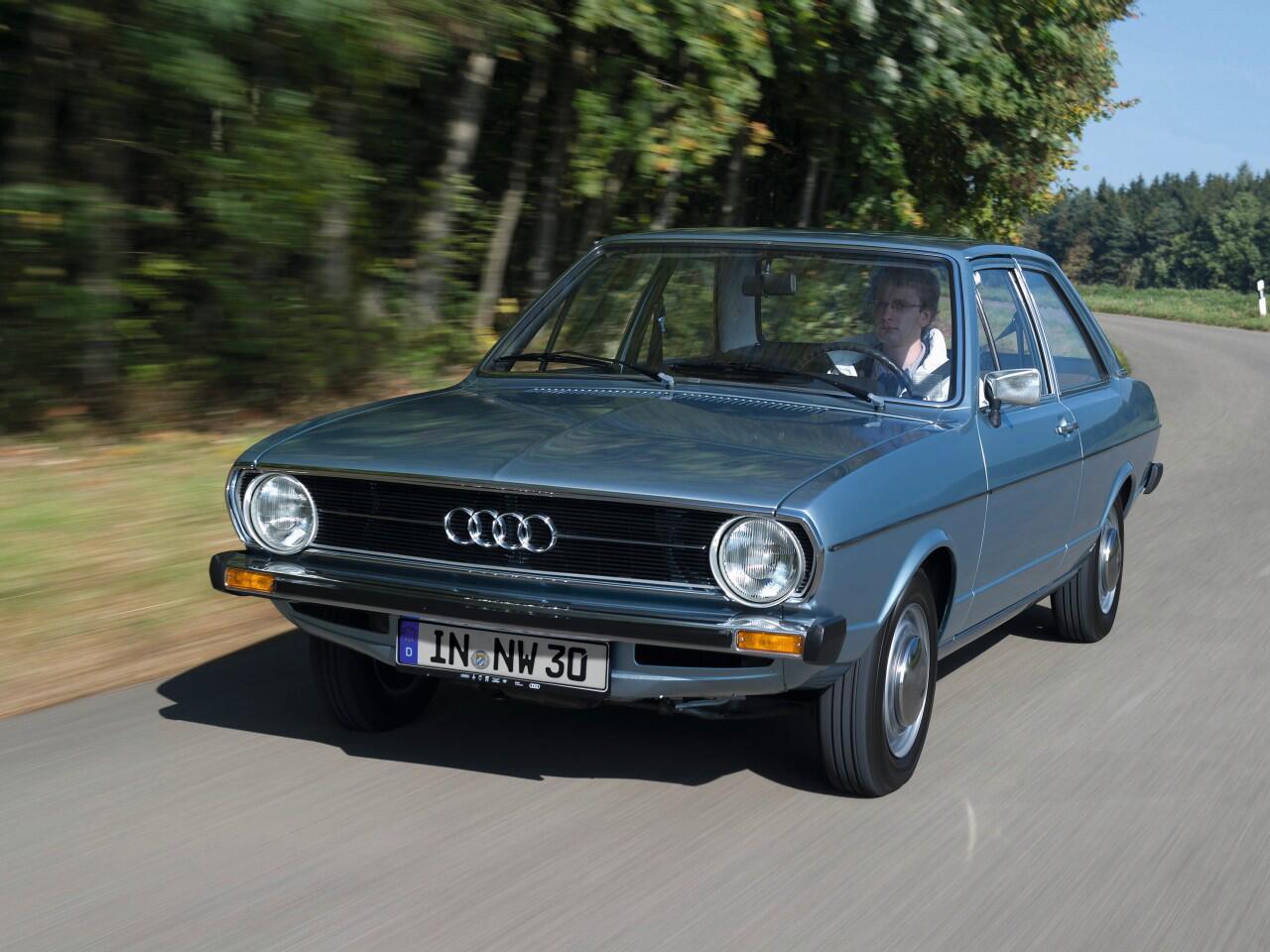 Bild zu Diese Mittelklasse-Limousine prägte das Straßenbild der 70er und 80er: der Audi 80