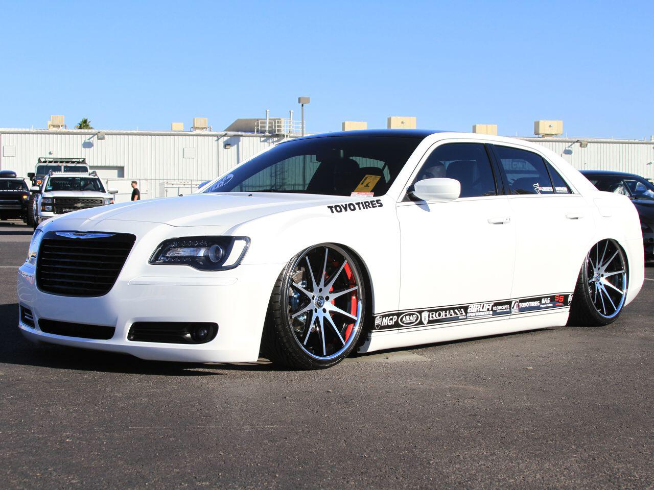 Bild zu Chrysler 300 von Rohana Wheels: Er lieferte eine ziemlich lässige Show