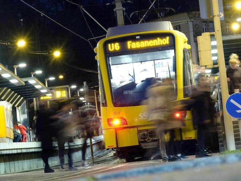 Bild zu Fußgänger und Straßenbahn