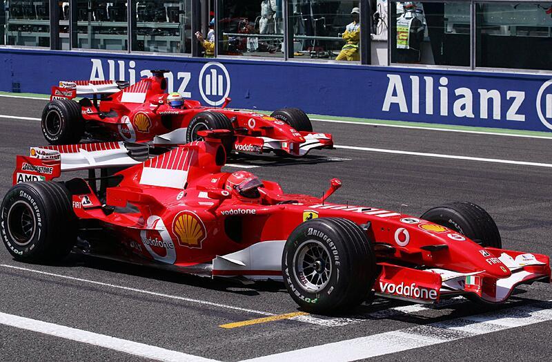 Bild zu Michael Schumacher und Felipe Massa