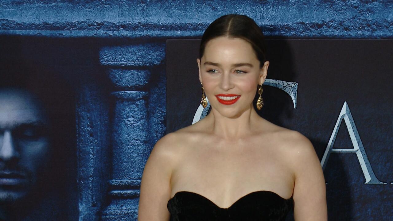 Bild zu Mega Gagen bei Game of Thrones. Und jetzt das. Emilia Clarke muss mehr arbeiten.