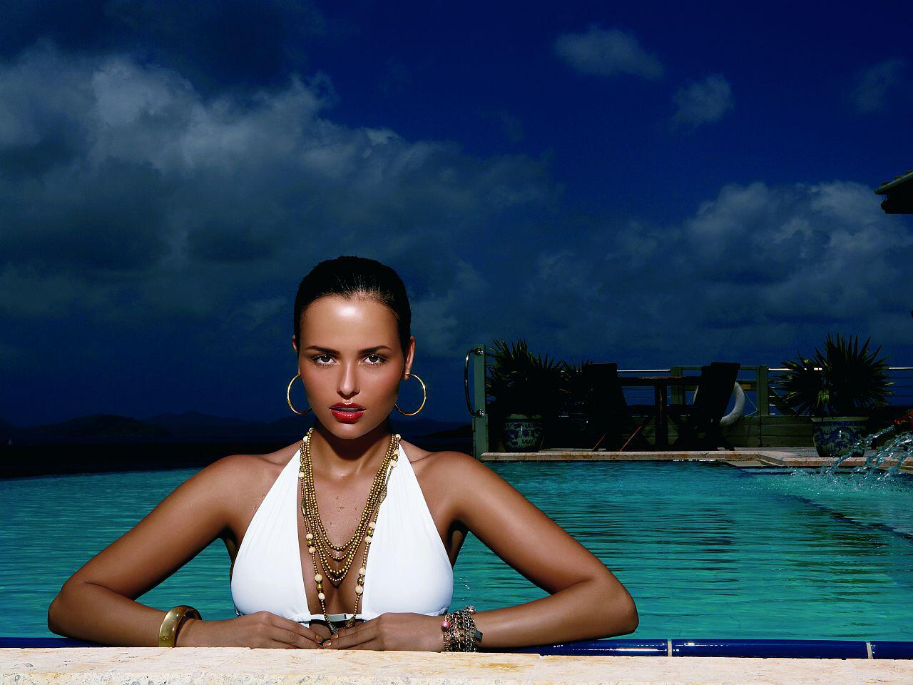 Bild zu Tuning-Kalender 2010: Martina Ivezaj auf den British Virgin Islands