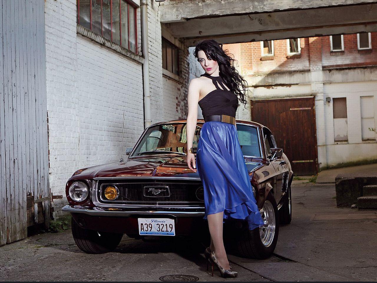 """Bild zu Girls & Legendary US-Cars""""-Kalender 2015"""