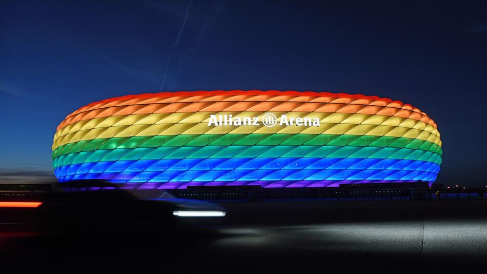 Das Münchner EM-Stadion in Regenbogenfarben