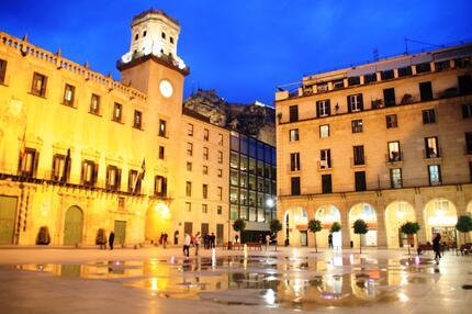Alicante bei Nacht