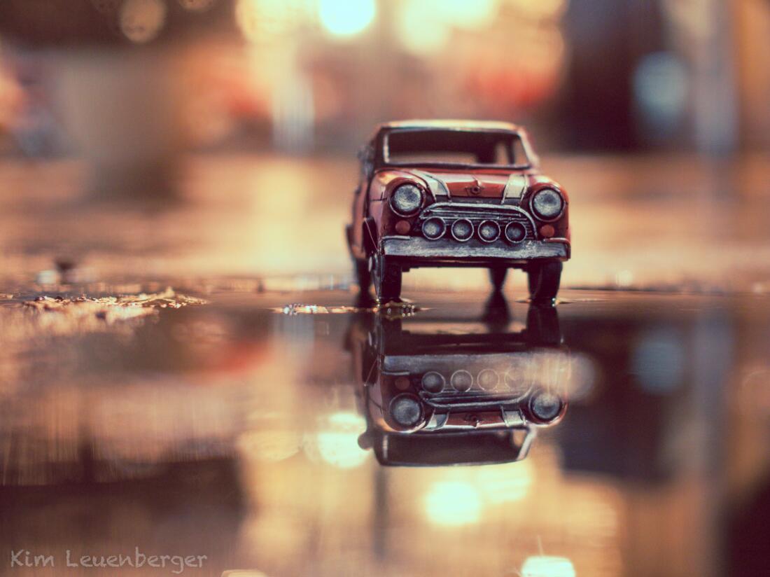 Bild zu Blechauto im Spiegelbild
