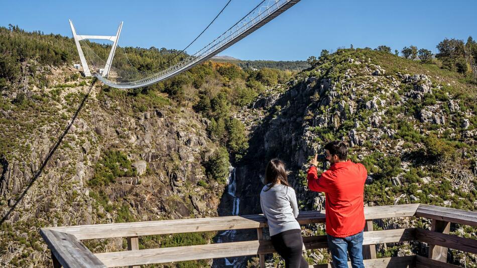 Fussgänger-Hängebrücke in Portugal