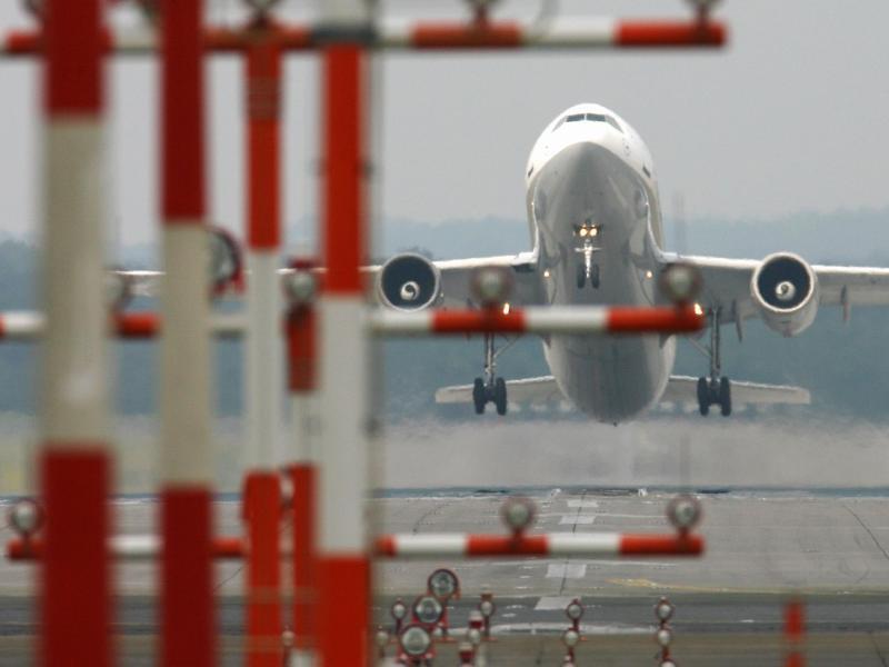 Bild zu Startendes Flugzeug
