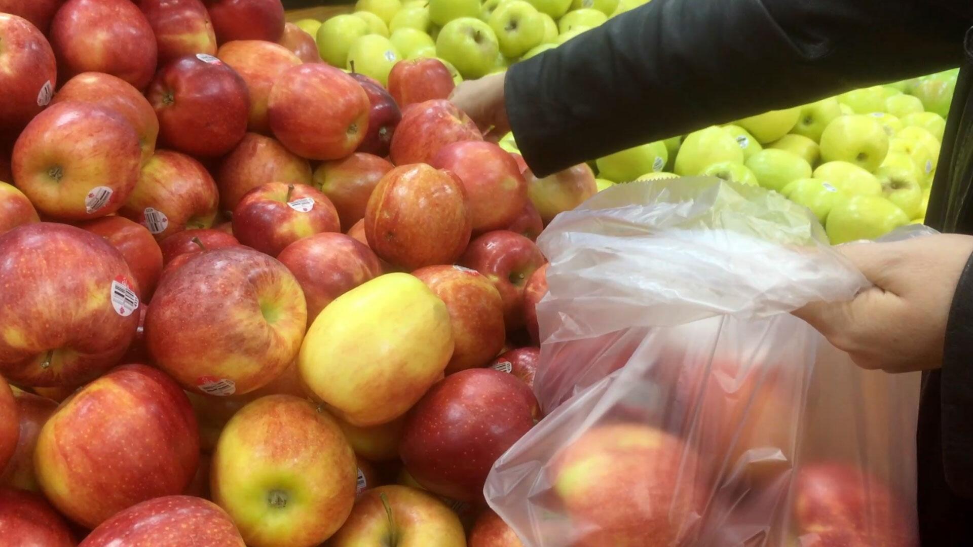 Bild zu Plastik, Einkauf, Plastiktüte, Tüte, Hemdchenbeutel, Obst, Gemüse, Supermarkt, Einzelhandel