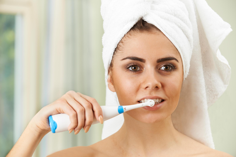 Bild zu zähne, zahnbürste, elektrische zahnbürste, zähne putzen, braun, philips, oral-b