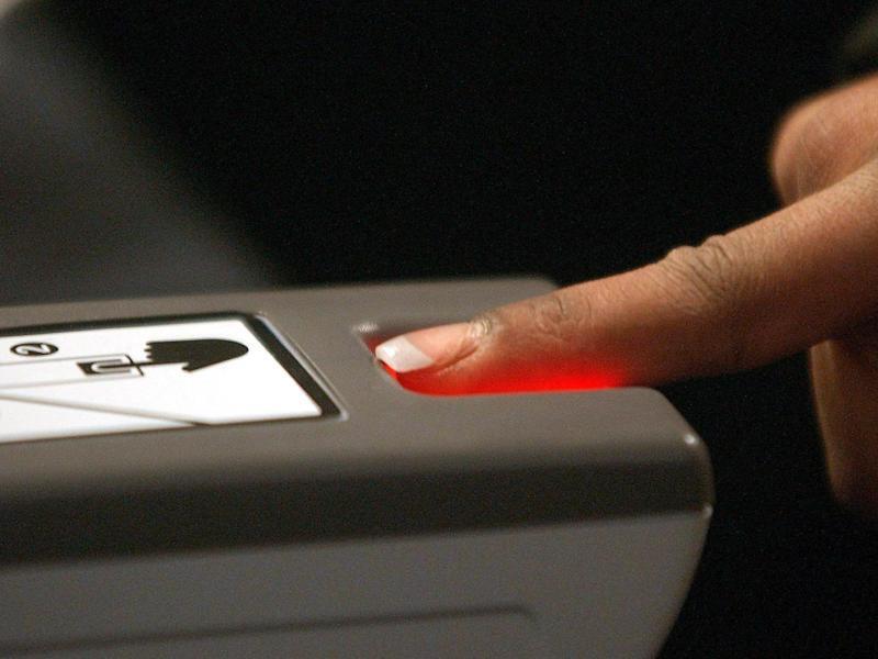 Bild zu Fingerabdrücke am Flughafen