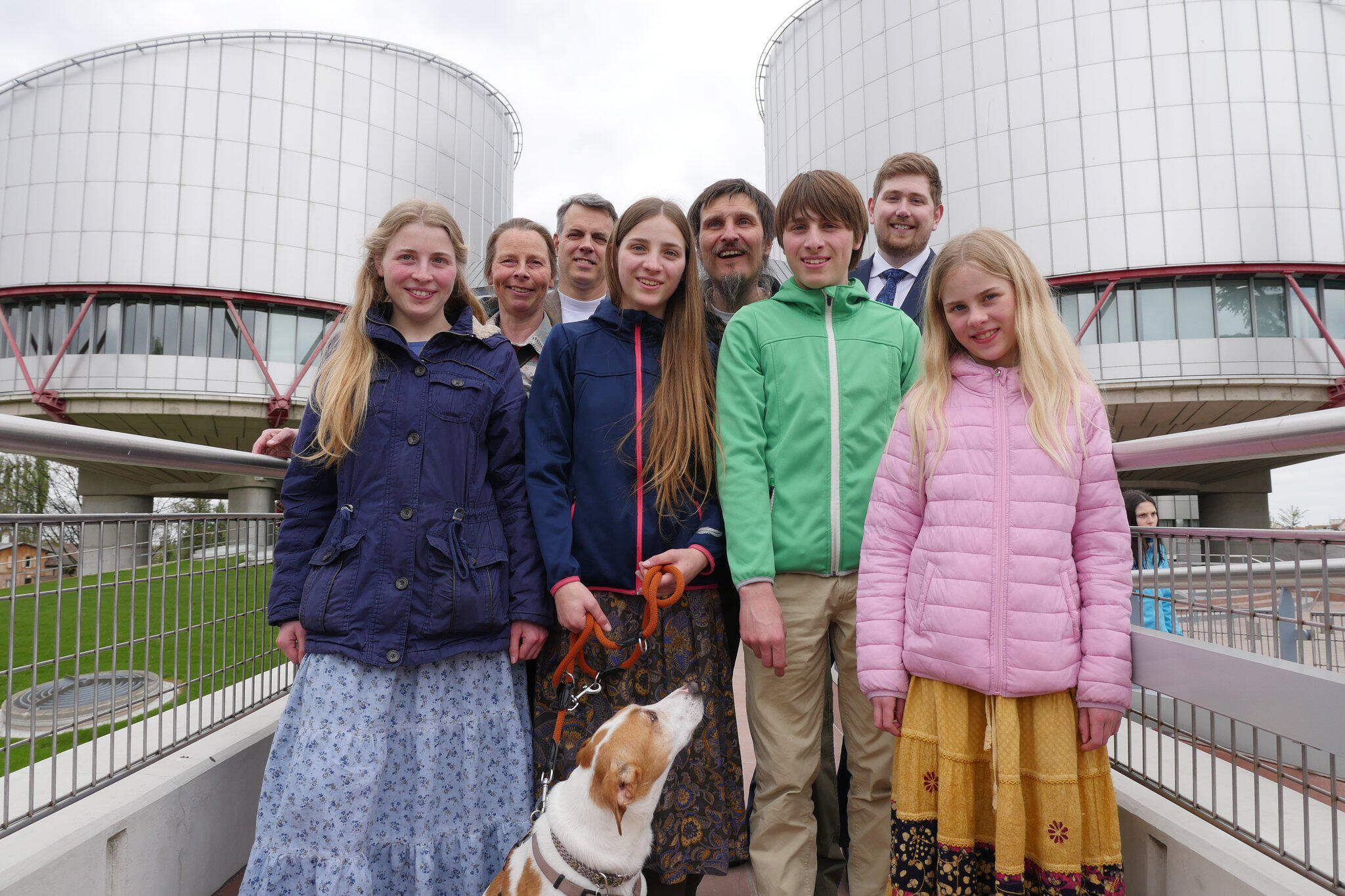 Bild zu Schulverweigerer klagen in Straßburg